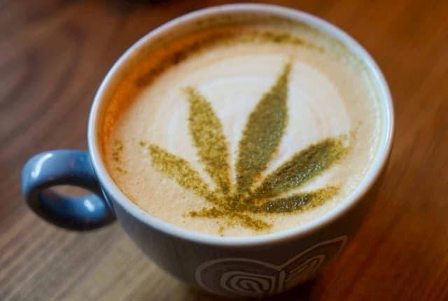 Cực ngon với ly cafe CBD